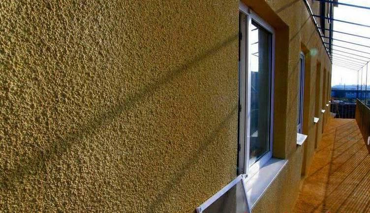 Напыление пенополиуретана на фасад